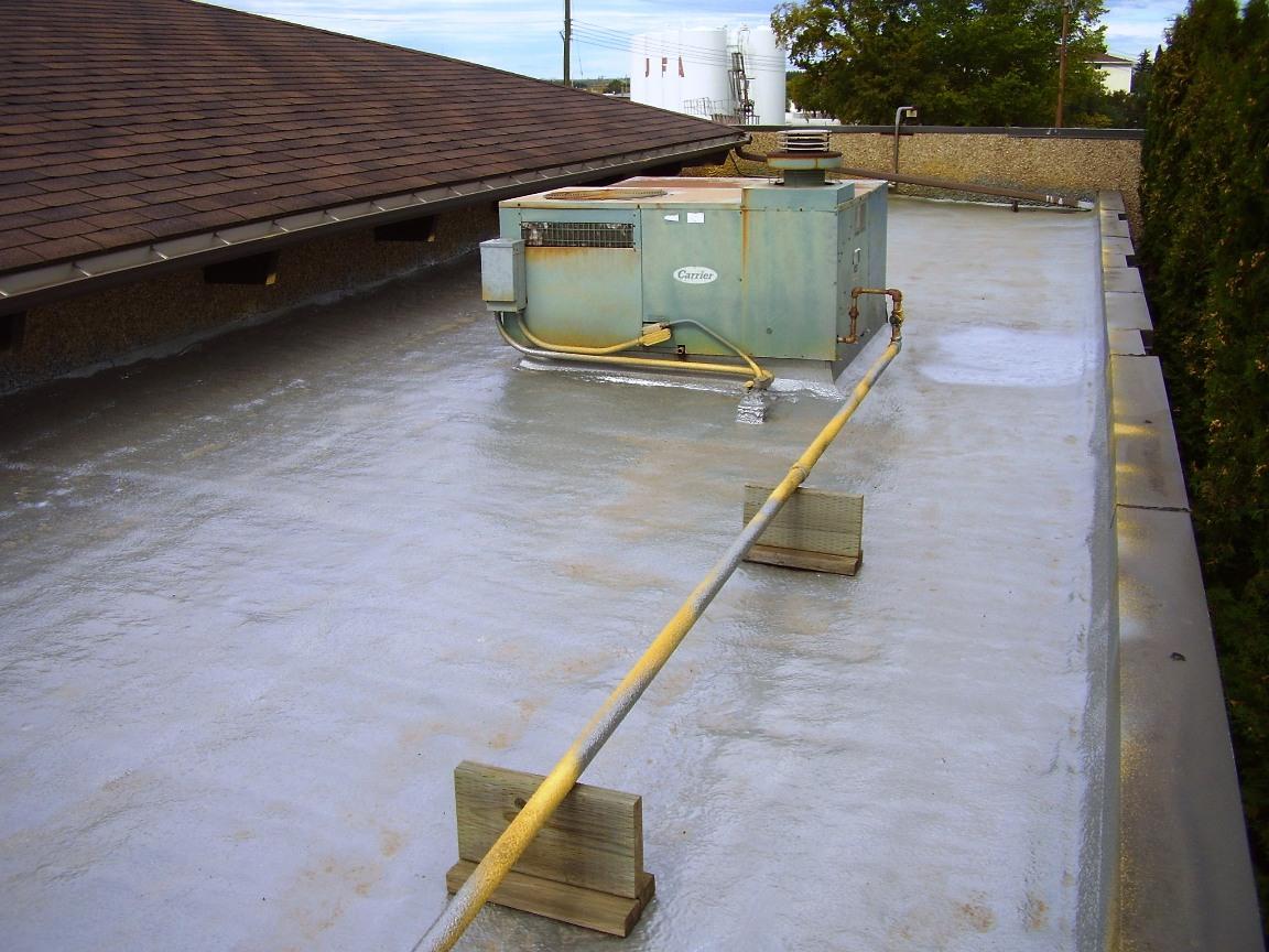 напыление ппу на крышу